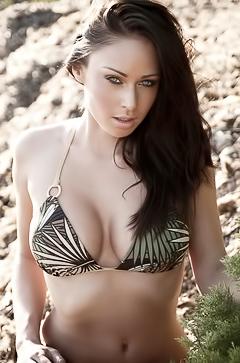 Clare Richards - amateur bikini pics