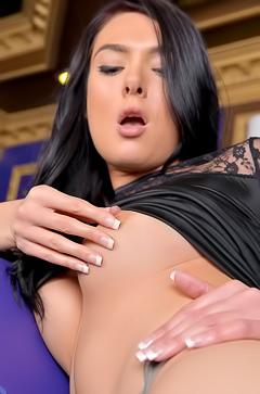 Marley Brinx pleasuring her young body