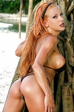 Shannon - glamour bikini photos