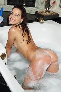 Kimmy Granger sexy jacuzzi pics
