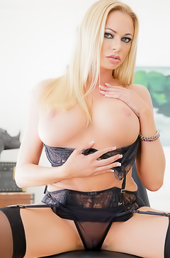 Pornstar Briana Banks and her big tits
