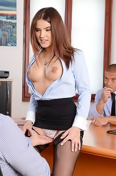 Hardcore office day with Evelina Darling