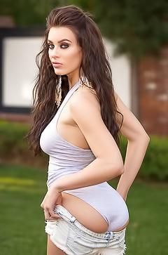 Adult model Lana Rhoades