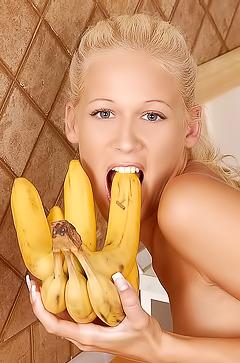 Young Dorina - fruits fun