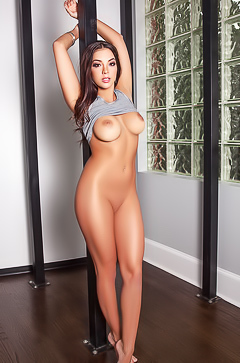 Ideal body of Kelsi Shay