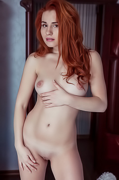 Miss redhead babe Nicole La Cray