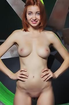 Kika - sexy redhead babe