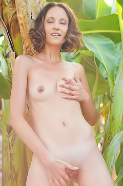 Skinny Sade Mare is stripping in tropics