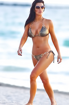 Kim Kardashian - naked booty