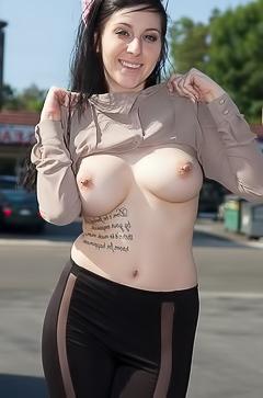 Luna Kitsuen is stripping in the hotel