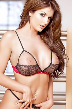 Tommie Jo in super sexy lingerie