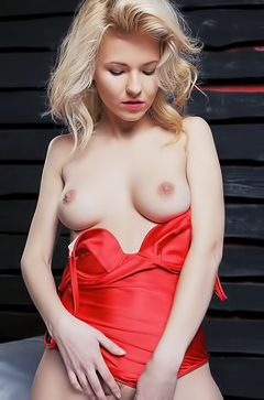 Zarina A - so hot blonde