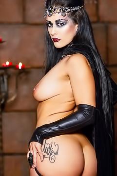 Dark slut Katrina Jade