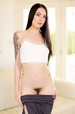 Marley Brinx shows hairy hole