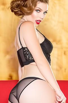 Redhead porn-model Tawny Swain