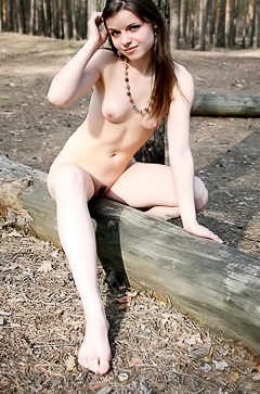 Linnda is nude outdoor