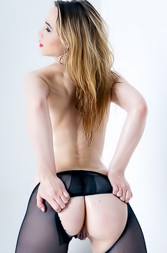 Hot lady Kerry in xxx pantyhose