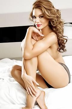 Topless star Zuleyka Rivera