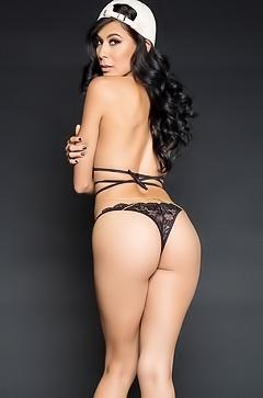 Heather Vahn and her round sexy ass
