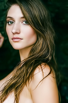 Elizabeth Elam - pure beauty