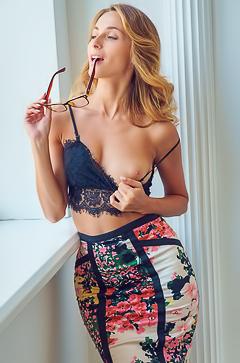 Cara Mell shows Russian ass