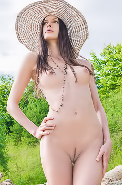 Natali Coquette - naked in the hat