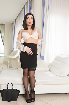 Whore and secretary Rina Ellis