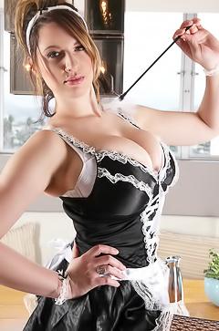 Slutty housekeeper Lana Kendrick