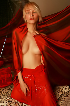 Kira W - hot red photosession