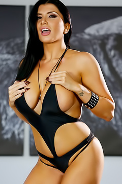 Romi Rain and her amazing curves