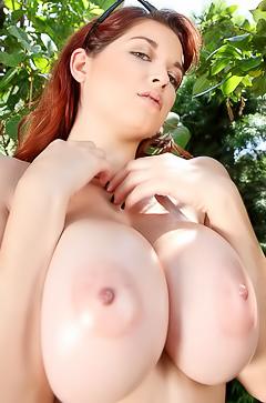 Tessa Fowler big oiled tits