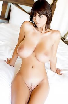 Nude busty selfies
