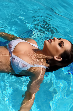 Glamour Anastasia Harris swimming