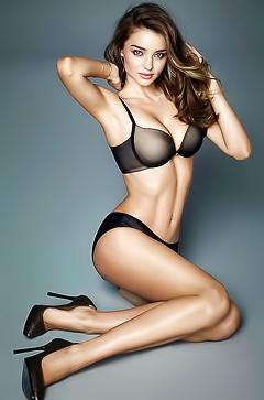 Topless celebrity Miranda Kerr