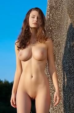 Susann - naked babe in the field