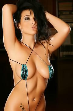 Kaya Danielle in super sexy green bikini