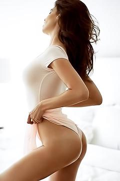 Nude fashion model Julia Lescova