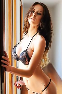 Jennifer Ann - sexy bikini pics
