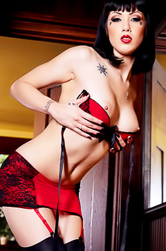 Asphyxia Noir is taking off her red lingerie