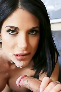 Mommy Jaclyn Taylor with sperm in her mouth
