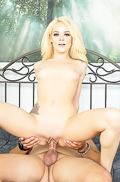 Elsa Jean is getting sperm in her mouth