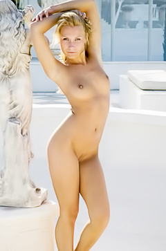 Michelle is posing naked outdoor