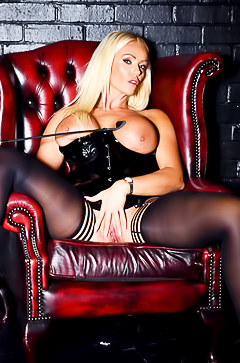 Milf Lucy Zara in super sexy latex corset