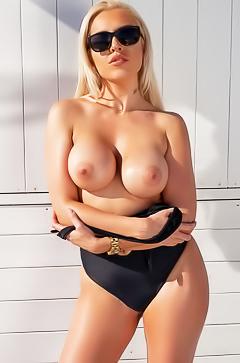 Elite busty blond Yasmin