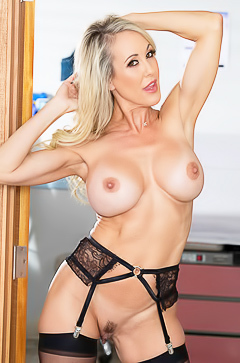 Sexy mama Brandi Love