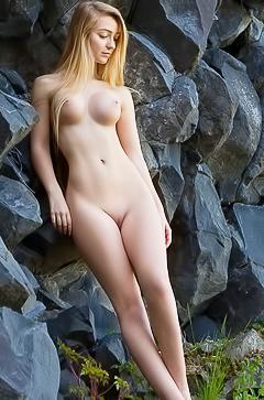 Acacia - so hot naked blonde
