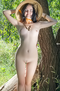 Naked babe is posing in the forest