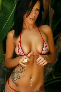 Babe Christi in sexy bikini