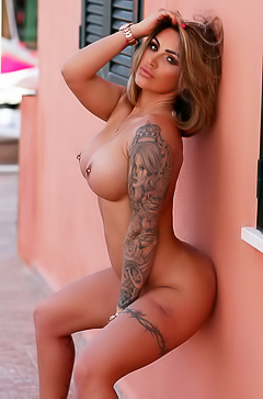 Gemma Massey and her hot curves