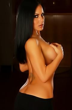 Stunning Jennifer is posing topless